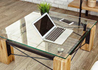 Lavorazione tavolo in vetro