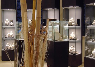 Realizzazione vetrine per gioielleria